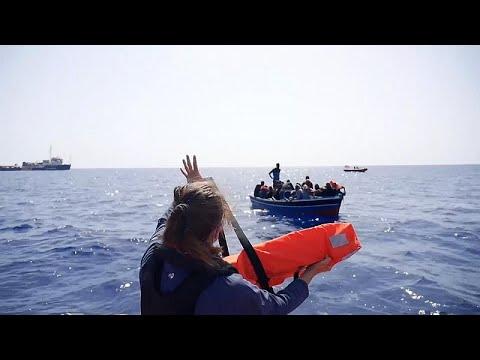 شاهد: إنقاذ عشرات المهاجرين في البحر المتوسط  - 22:54-2021 / 8 / 2