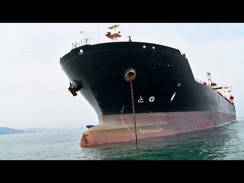Merchant ship / Merchant vessel / Buque mercante / Barco mercante por dentro / Boat inside