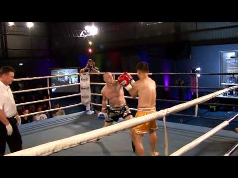 Leon Sewell v Thomas Lee - Carnage at the Colosseum 4