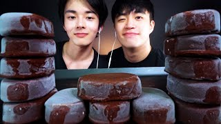 ASMR MUKBANG CHOCOLATE CAKE IC…
