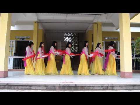 Múa quạt + múa lụa (10D3)