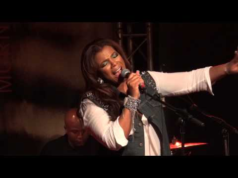 Syleena Johnson - Stone Wall [Live @ New Morning, Paris, 2013-03-29]
