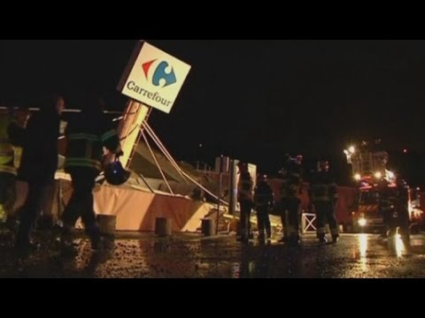 Carrefour supermarket roof collapses in Nice, France
