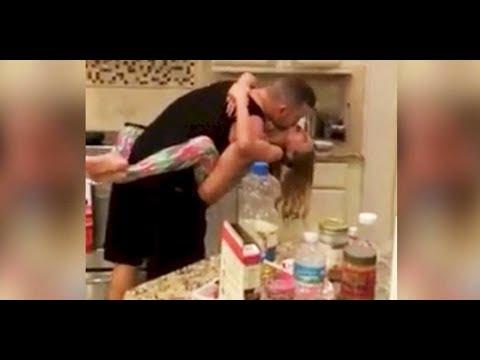 La madre pensaba que padre e hija estaban cocinando el desayuno. Luego vio esto y quedó…