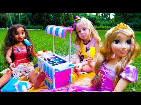 Stacy pretend play with princesses dolls