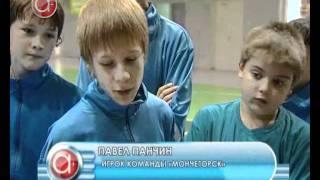 Школьники играют в баскетбол