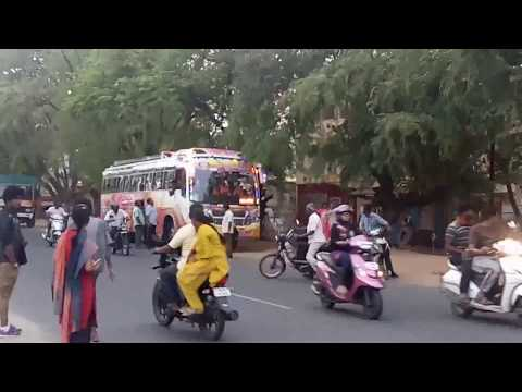 Private bus drivers fighting in middle of Coimbatore Mettupalayam route
