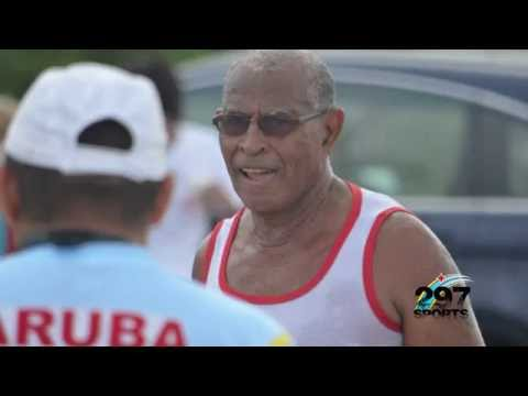 Rubert Ammerlaan compitiendo 30 aña den e Aruba International Triathlon