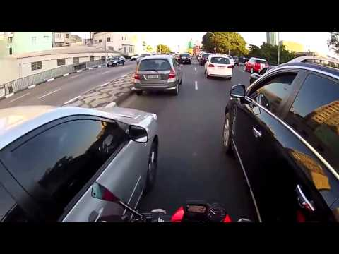 Crazy biker ride a yamaha Xj6 in traffic 120km/h (brazil)