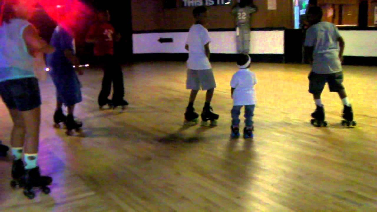 Roller skates dance - Roller Skating Toddler Wobble Dance