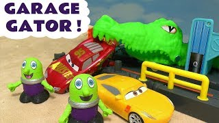Disney Cars Toys Lightning McQueen toy story with the funny Funlings - Hot Wheels Gator Garage TT4U