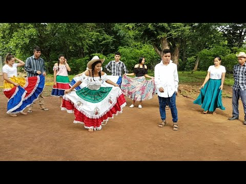 Un baile típico de cada pais: representando a Centro América 👫