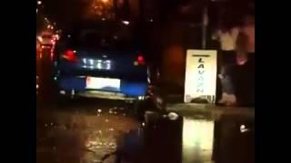 Cand traversezi strada in Romania dupa o ploaie