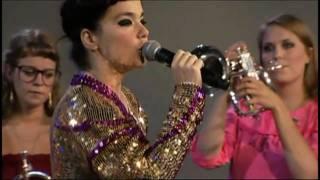 Björk - Pneumonia - Live Performance - Subtítulos Español - V T L I R - 26 / 08 / 2008