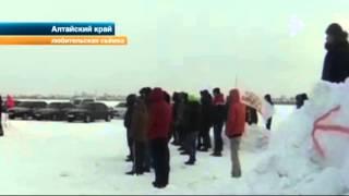 Лимузин устроил красивый дрифт на ледовой трассе на Алтае