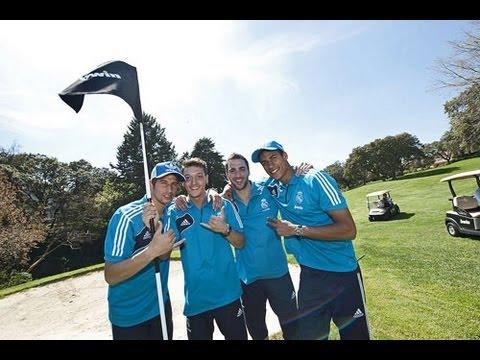 Las estrellas del Real Madrid muestran su habilidad con el balón.....¡en un campo de golf!