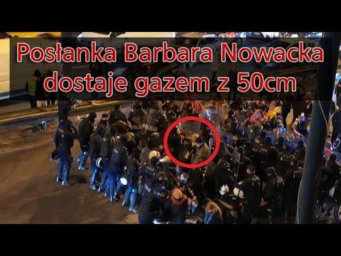Posłanka Barbara Nowacka dostaje gazem od policjanta. Warszawa 28.11.2020
