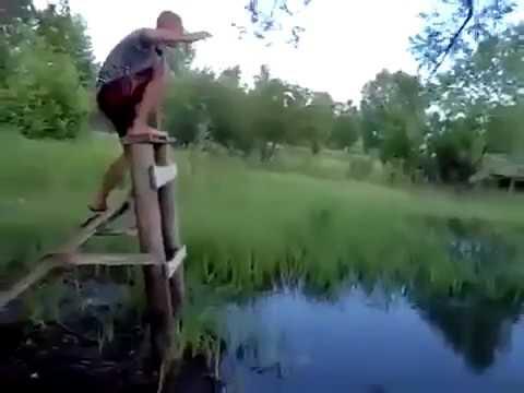 Мужик прыгнул в лужу! Угарно! Ржачно! 2017!