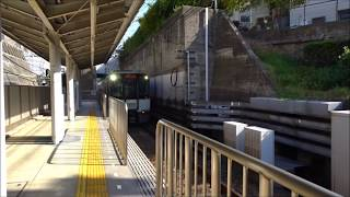 地上と地下を結ぶオーラロード 阪神電車岩屋駅