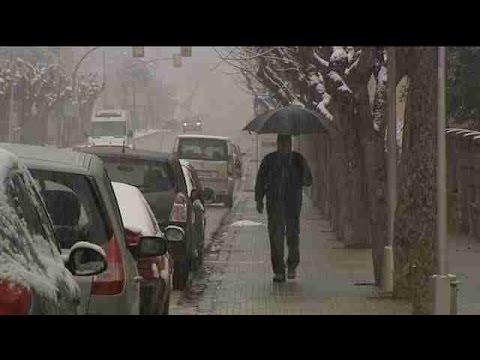 Media España en alerta por nevadas, lluvias, intenso oleaje y fuertes vientos