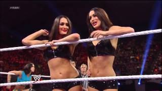 WWE Raw 2013/05/06: Six-Diva Tag Team Match.
