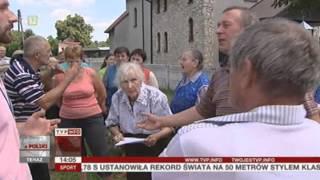 Wierni chcą odwołania proboszcza. Zamknęli kościół na klucz (Raport z Polski TVP Info, 03.08.2013)