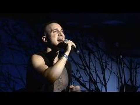 ARI GOLD performs 'BASHERT'