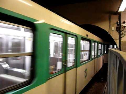 Paris Metro パリメトロ2号線MF67系電車Porte Dauphine駅到着
