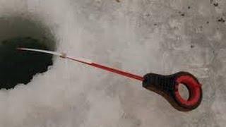 Удочки с разными снастями для ловли карася и карпа на подледный лов(Зимой выезжая на подледную рыбалку на карася и карпа, я беру три удочки с разной снастью В этом видео я пока..., 2014-02-10T09:54:57.000Z)
