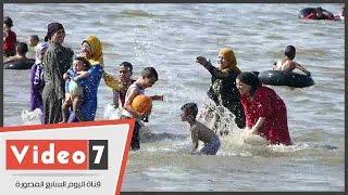 كارثة بمصيف الغلابة.. بحيرة قارون بـ10 جنيهات وبلا حمامات