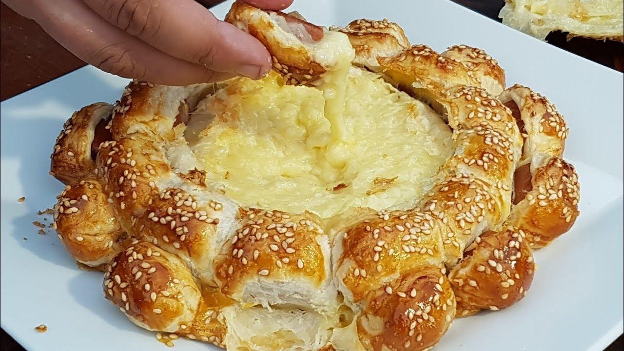 Обычная. В сырный лаваш добавляют порошок чтобы придать вкус сыра и яркий цвет, что ассоциируется с химозностью, а это не есть вкусно. Хотя.