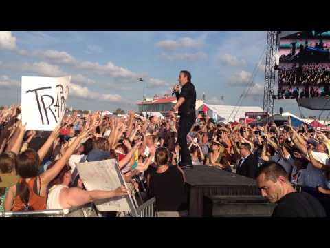 Bruce Springsteen - Waiting on a Sunny Day (Clip) - Jazz Fest 2012
