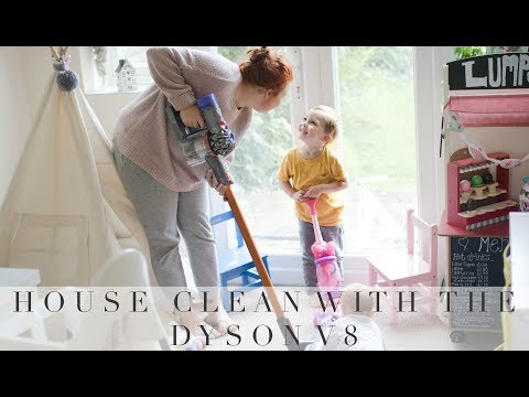 CLEANING THE HOUSE WITH THE DYSON V8 ABSOLUTE #AD