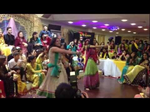 Aiyna Dance - Junaid & Sadia's Mendi Night