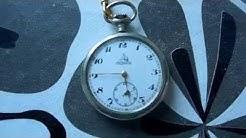 todella vanha leijona-taskukello.  old pocket watch