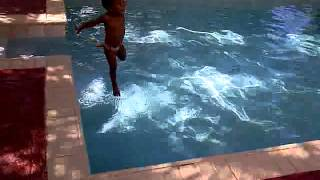 Syr swiming Thumbnail