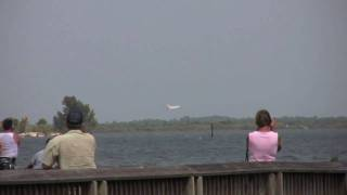 Shuttle Discovery sonic booms and landing