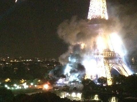 В Париже горит Эйфелева башня: опубликовано фото
