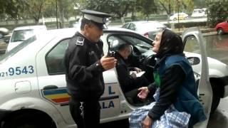 Poliția amendează doi bătrâni care comercializau legume