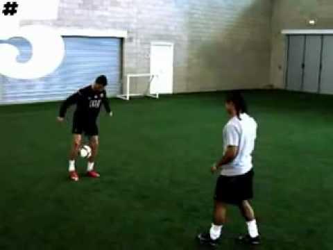 Cristiano Ronaldo Freestyle y habilidades Rio Ferdinand # 5 Magazine     YouTube; }