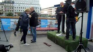 Minkprotest mot jordbruksminister Eskil Erlandsson vid Expressens valstuga