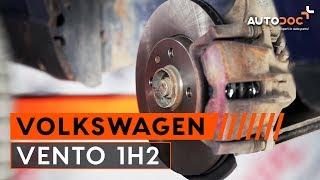 Cómo cambiar discos de freno delanteros y pastillas de freno VW VENTO 1H2 INSTRUCCIÓN | AUTODOC