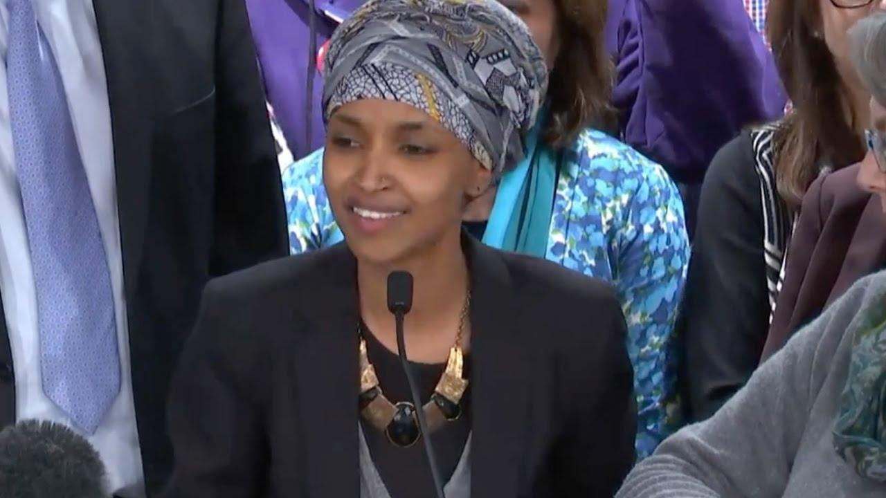 Anggota Kongres Perempuan Muslim Pertama Diserang Ujaran Anti-Muslim