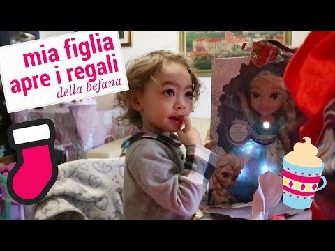 è arrivata la befana e Lara scarta in diretta tutti i regali !!!!