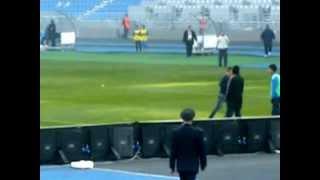نزول الجماهير الى الملعب في مباراة الكوكب المراكشي و اتحاد طنجة 2016