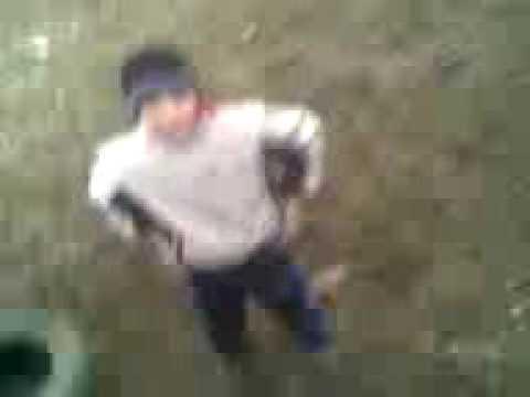 Видео женщины какают на траву