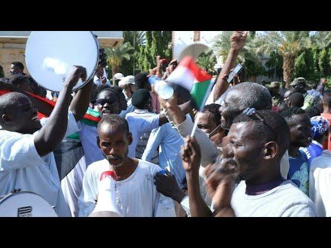 السودان: ما موقف قادة الجيش من الموقف الراهن بعد بدء اعتصام الخرطوم؟