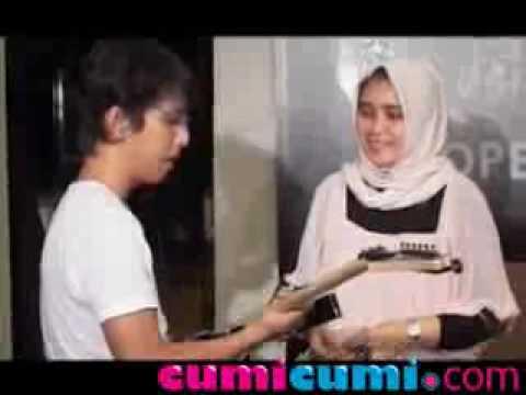 Apoy 'Band Wali' Berikan Gitar Kesayangan ke Sekolah Musik - CumiCumi.com