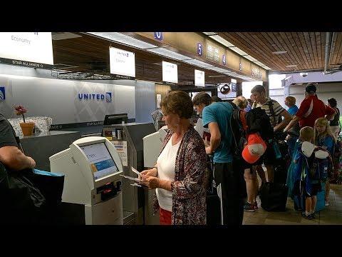 United Airlines Boeing 757-200 Flight 1731 Kona-Denver Economy Class | Overnight Flight