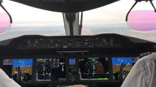 Boeing 787-8 Landing into Oslo from the Flight-Deck